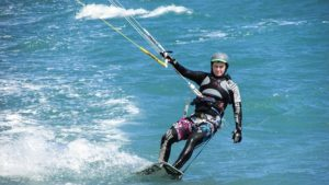 En boardshort ou en combinaison, le kitesurf tendance sport 2017