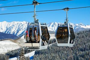 Deux télécabines de la station de ski Vail Resorts aux États-Unis